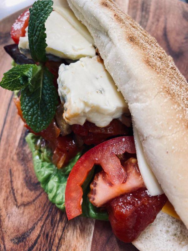 Sandwich mit Auberginen und Blue Cheese